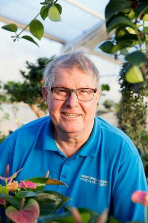 """Christer Haglund svarade ja på frågan frågan """"skä du ta över"""". Han har fyllt 69 år, men har ingen lust att rulla tummarna, han sticker hellre."""