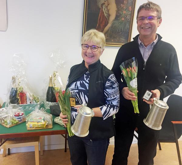 Anette och Alf-Ove Busk kan titulera sig Härjedalsmästare i bridge efter en välspelad tävling i Sveg.