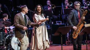 Samuel Ljungblahd och Kristin Amparo uppträder tillsammans med Bohuslän Big band i Lugnetkyrkan i Falun. Foto: Andreas Joakimsson
