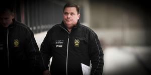 A-lagstränaren Putte Johansson öppnade årsmötet med att berätta om kommande säsongs trupp och svara på medlemmarnas frågor.