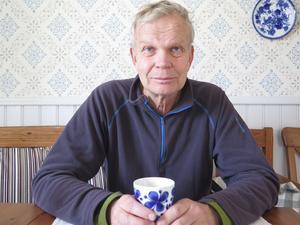 Hans Joelsson tycker att män inte ska lita på slumpen utan själva söka upp sjukvården och testa sig för prostatacancer.
