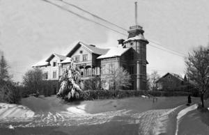 Gamla järnvägshotellet i Edsbyn var från början utsmyckat med ett torn. Foto: Edsbyns museum