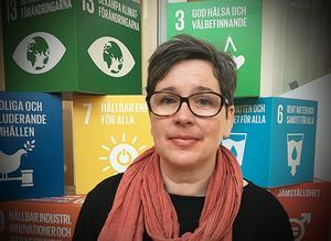 Maria Ullerstam berättar att luftprogrammet ska halvera andelen västernorrlänningar som dör en för tidig död på grund av luftföroreningar som kväveoxider. Foto: Naturvårdsverket