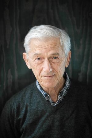 Författaren Theodor Kallifatides fyller 80 år.
