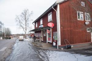 Räkna inte med att de stora redaktionerna som bevakar Sverige berättar om hur det går för Sveriges många lanthandlare. Foto: Fredrik Sandberg