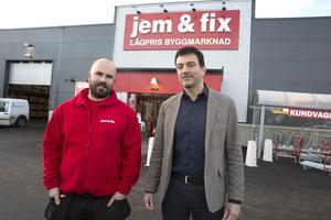 Jem & Fix öppnade i Ludvika i november. Här är företagets vd Erling Daell tillsammans med butikschefen Pavel Lenert.