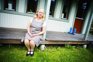 Cherstin Hansson säger att hanteringen av ID-kort är ett nationellt problem och bromsar upp integrationen  av invandrare.– De får ännu svårare att komma in i samhället om de saknar legitimationer.