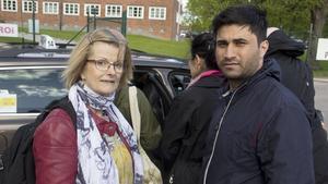 Maria Davies och Serwat Zarifnejad fick åka taxi från Fagersta mot Ängelsberg.