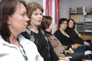 Lollo Cogrell, Ann-Kathrine Olofsson och deras kollegor vill ha ett besked om hur det blir med deras scheman i framtiden.Foto: Sandra Högman