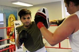 Majid Bagheri har boxats i två år och trivs med de stenhårda passen.