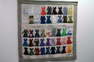 Mina klänningar - textil av Inger Olsson-Wångstedt.