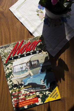 Både bild och husvagn pryder omslaget på bilprovningens tidning.