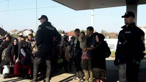 Flyktingar på plats i Dobova, Slovenien.