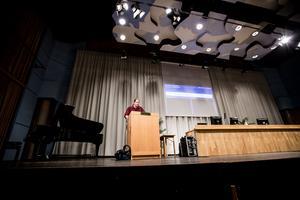 Patrik Liljeglöd (V) gick upp i talarstolen efter kommunfullmäktige under torsdagen för att berätta om det brott han utsatts för.