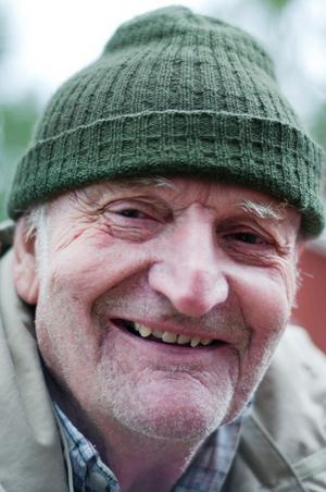 """Bengt Carlbinder har gjort modelltraktorer i många årtionden. """"Jag håller fortfarande på varenda dag om jag kan"""