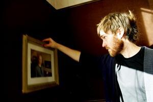 Kalle Olsson ställer ut sin porträttserie på Galleri Mazarin.