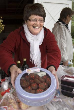 Chokladkulor med hjärtan, kanske? Yvonne Bergström har bakat.