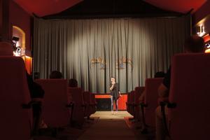 Festivalens konstnärliga ledare Emma Gray Munthe på biograf Scala, där alla filmer på festivalen visas. Foto: Gert-Håkan Ericsson