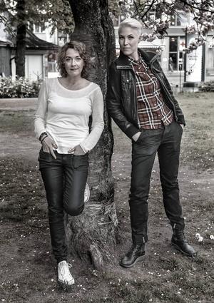 Mian Lodalen och Matilda Tudor bestämde sig redan från början för att köra en peppig stil i boken.