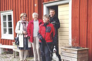 Linnea Landerstedt, Inger Andersson, Gurli Jarsjö, hunden Hulda och Roger Jernström, Karbennings hembygdsförening.
