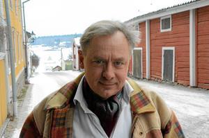 """Drar i gång. Magnus Wetterholm är en av två i föreställningen """"Bolanders skor"""" som drar i gång teatervåren."""