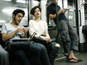 ElsewhereEn kvinna i andra tankar. I tunnelbanan, Barcelona.