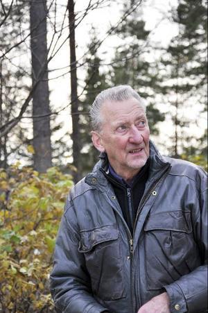 En skogens man, vars senaste landskapsvårdsprojekt är att göra en stig runt Backesjön, med städning, röjning och stamkvistning.