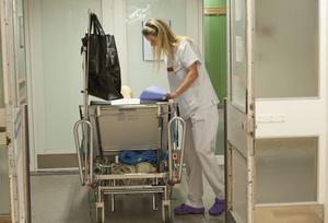 Nästa steg för bemanningsbranschen kan eventuellt bli hyrundersköterskor. Personen på bilden har inget med artikeln att göra.