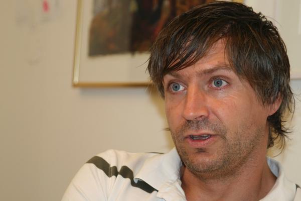 Kommunalrådet Lars Isacsson (S) som förnekar att han skulle ha lånat ut sitt namn.