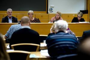 Kompletteringsmiljoner var den stora frågan under måndagens möte i kommunfullmäktige.