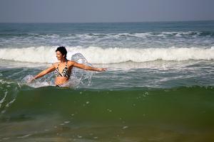 Kvinnor ska inte få ha bikini på stränderna, enligt en indisk politiker.