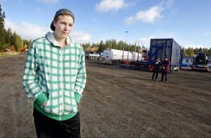 Joakim Olsson från Andersön ska bli lastbilsförare och han drömmer om att köra timmerbil eller långtransporter. Jobb får han hur som helst efter utbildningen.