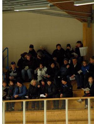 Det kom cirka  300 personer  till hemvändar-matchen på  juldagen  i Strömsund.