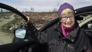 Monika Stridsman besökte brandområdet för första gången sedan branden förra året. Hon ser att myndigheten kan dra värdefulla erfarenheter av skogsbranden. Inte bara vid brand utan också vid andra naturkatastrofer som exempelvis stormar.