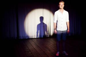 På hemmaplan. Gustav Gälsing trivs på scenen. Han får LT:s Debutantpris för sitt engagemang i teatern.Foto: Hampus Andersson