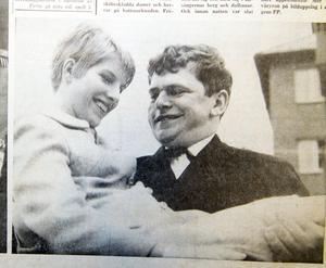 1967 korades en så kallad fröken Vår under Våryran och bars upp av Fred Åkerström. Tjejen som utsågs var Mona Carlstrand. FP har försökt nå Mona för att höra vad hon minns från den här dagen, men utan framgång.