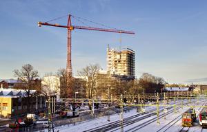 Takterrassen är det första av tre planerade femtonvåningshus längs Muréngatan i nära anslutning till Gävle central. Bostäder och kommunikationer är avgörande för att Gävle ska kunna växa.