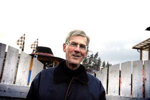 Lars Åke Carlsson är nyvald ledamot och har en bakgrund som skolledare och förvaltningschef.
