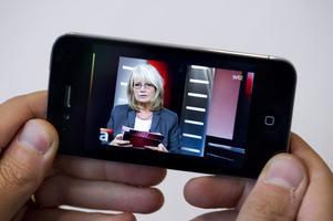 Eftersom tv-tittande flyttat till datorer, mobiler och läsplattor hävdar några att tv-licensen bör ersättas av en avgift.Foto: Jonas Ekströmer/Scanpix