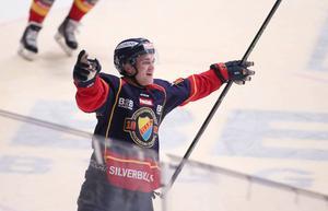 Djurgårdens Marcus Högström jublar efter 4–3 målet och avgör i förlängning under lördagens SHL-match i ishockey mot Växjö på Hovet i Stockholm.