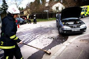 Två bilar kolliderade i korsningen Britsarvsvägen-Jesper Svedbergs väg på fredagseftermiddagen. Fyra personer befann sig i de två bilarna, men ingen fick några fysiska skador.