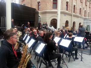 Sundsvalls Blåsorkester fyllde Kulturmagasinet med varierad musik.