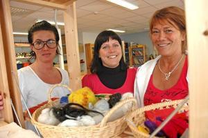 LÄRARE. Tre lärare finns på plats på skaparverkstaden. Det är Ulrika Karjalainen, Pia Holmgren och Ewa Larsson.