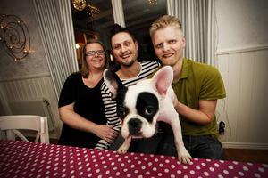 I augusti flyttade Linda-Marie, Hampus och Erik med familj in i ett hus i Strömsund. Just nu håller de på att renovera köket.
