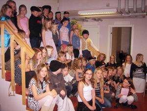 Deltagare. Här är deltagarna i Småstjärnorna i Björbo samlade i samband med galan i Björbo. Foto:OlaErkers