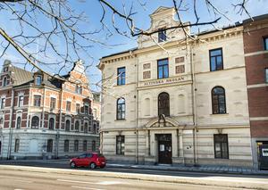 I över hundra år har skolverksamhet bedrivits i Altiska huset på Skolhusallen.