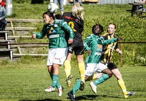 Danielle Au och Tabita Chawinga var återigen matchvinnare när K/D:s segertåg fortsatte i division 1. Au gjorde ett och Chawinga tre mål i 5–0-vinsten mot Huge.
