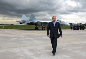 Mannen utan ansikte är  berättelsen om Vladimir        Putins väg till makten.