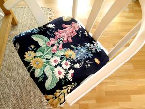 Ny stolsits av gammal textil.