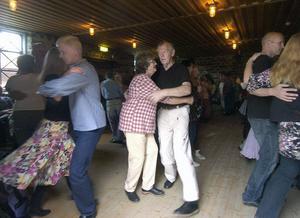Hela kvällen dansades det på flera dansgolv i Svabensverk. Polskedans och finnskogsdanser var det som gällde och spelmännen svarade för musiken.